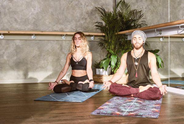 man en vrouw yoga